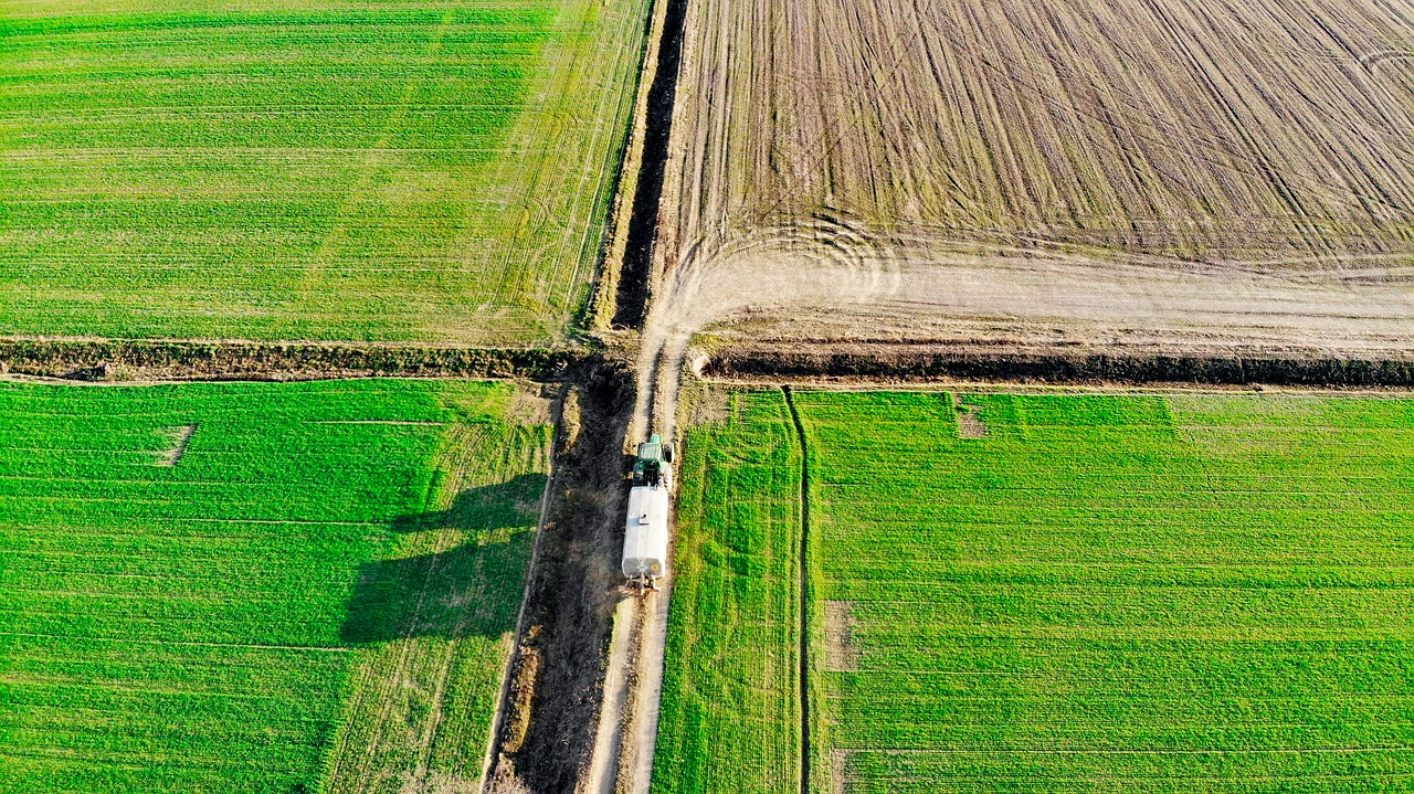 Drones and satellites: which to choose for agriculture?